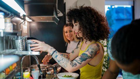 Mitbewohner in der Küche