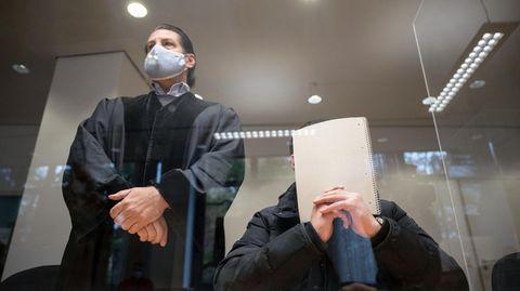 Der Angeklagte im ersten öffentlichen Prozess um die Stuttgarter Krawallnacht