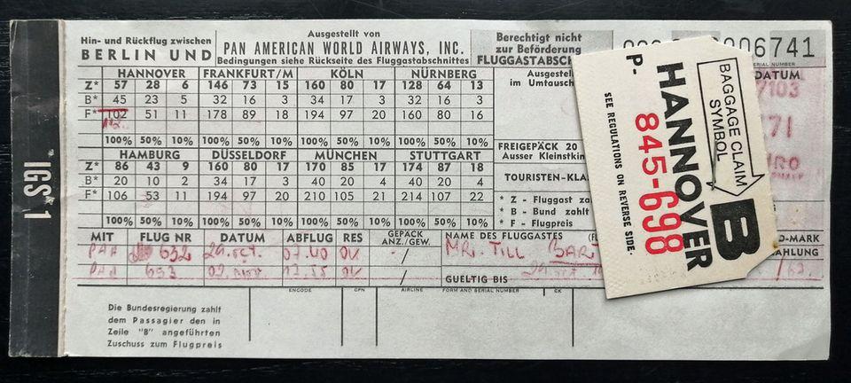 """Fußnote auf dem Ticket: """"Die Bundesregierung zahlt dem Passagier den in Zeile """"B"""" angeführten Zuschuss zum Flugpreis."""""""