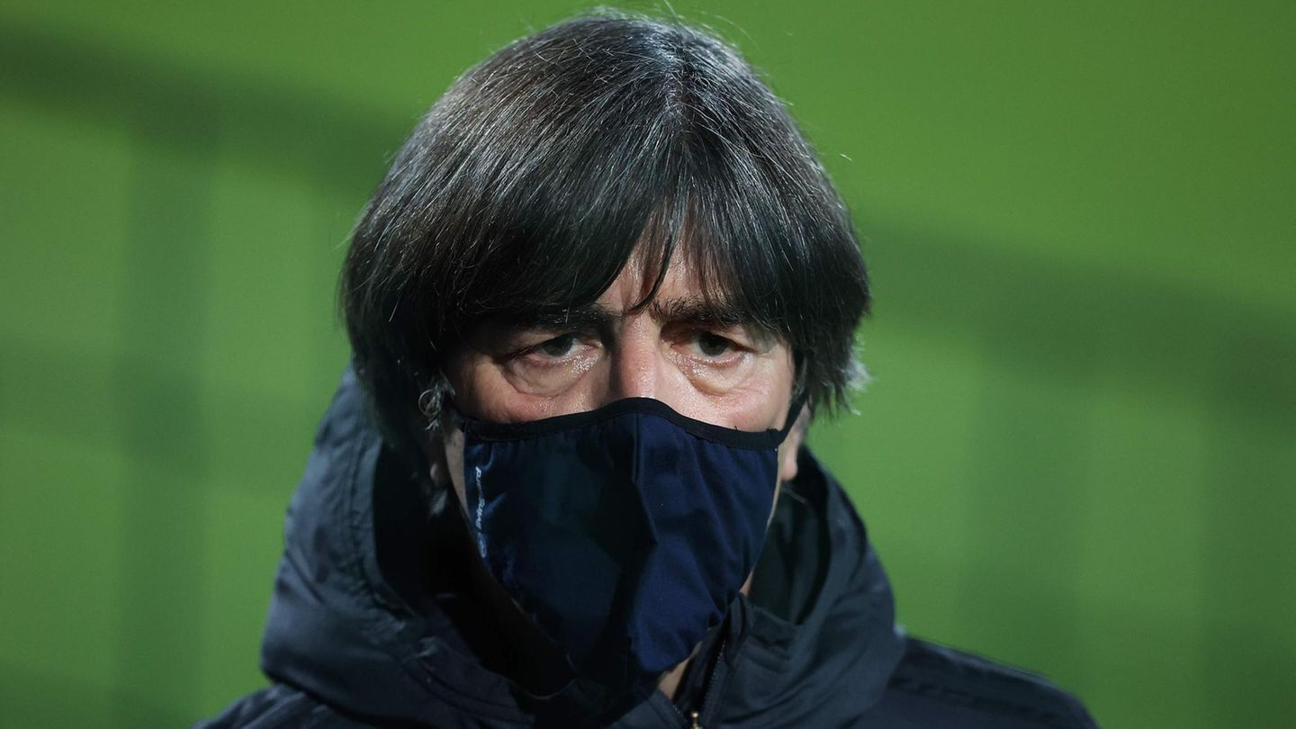 Joachim Löw during a training session in Leipzig before the game against the Czech Republic