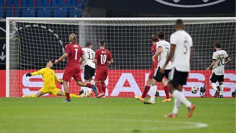 Luca Waldschmidt von Deutschland erzielt das Tor zum 1:0 gegen Tschechien