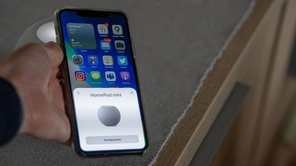 Die Einrichtung ist kinderleicht, nötig ist jedoch ein iPhone. Android-Nutzer*innen bleiben außen vor.