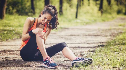 Schmerzen in Knie und Bauch