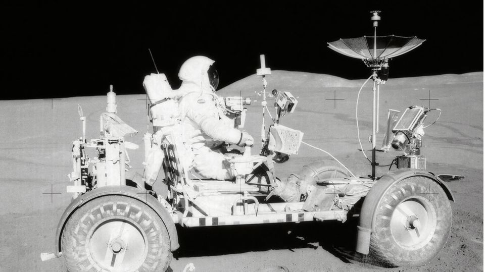 Astronaut David R. Scott im Lunar Roving Vehicle