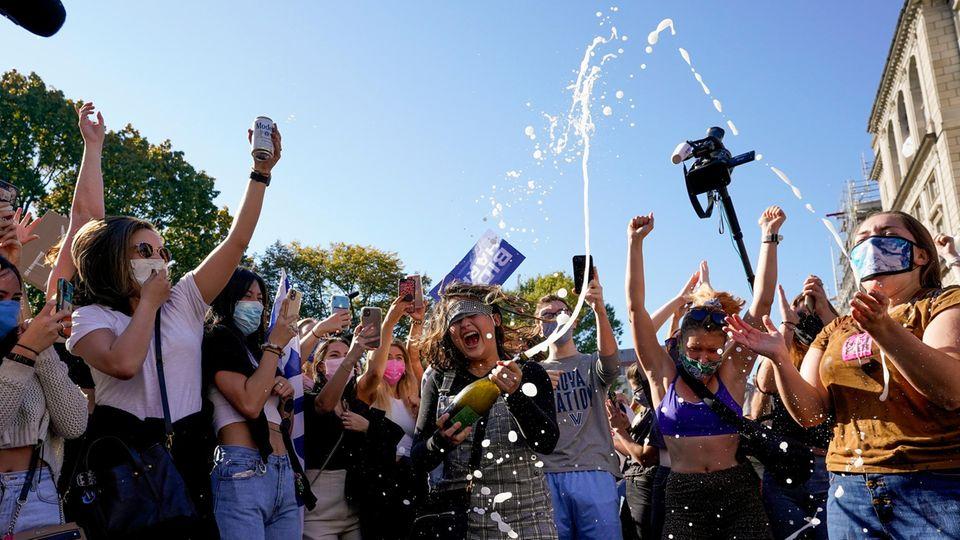 Champagnerfeier nach dem Wahlsieg