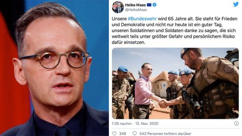Bundesaußenminister Heiko Maas steht vor einer Deutschland-Flagge und spricht