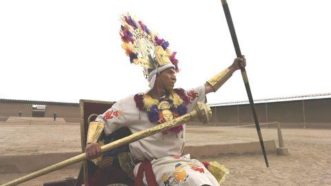 Ein Darsteller des Chimú-Königs