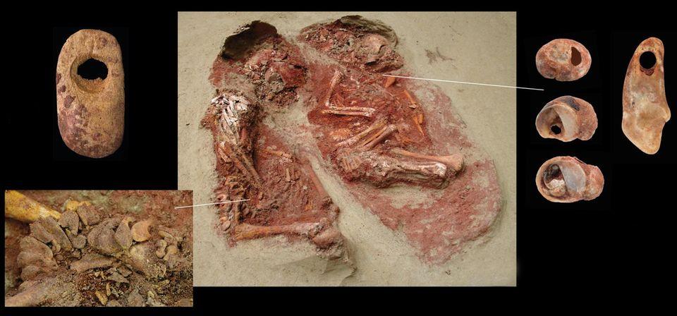 Die Körper der Zwillinge mit den Grabbeigaben