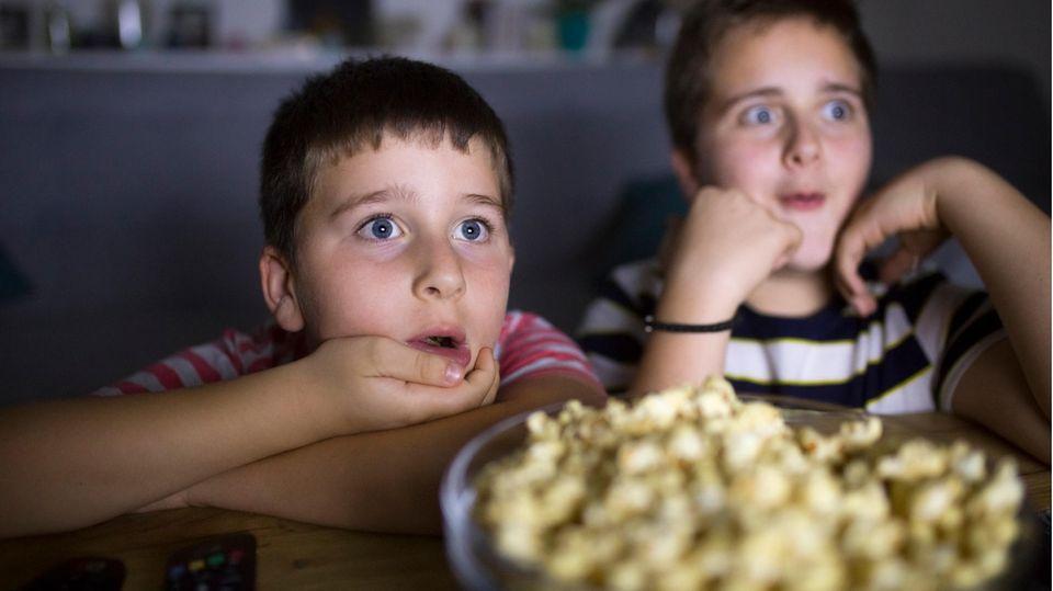 Das TV-Programm lenkt die Kinder ab, dieser Effekt rächt sich aber.