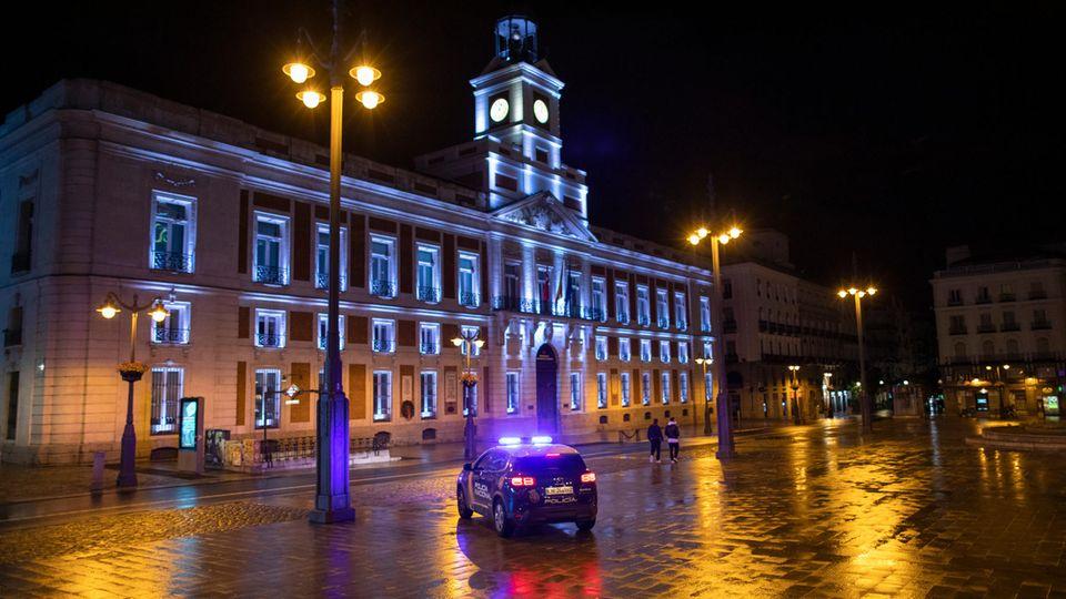 Leergefegt: diePuerta del Sol im Herzen von Madrid