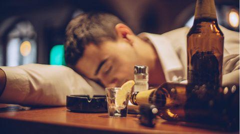 Alkoholvergiftungen kommen häufig vor, sind aber schwer zu behandeln.