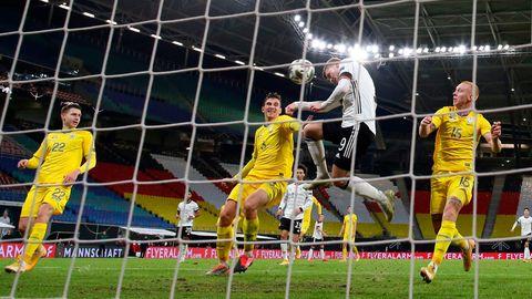 Timo Werner köpft zum 2:1 für die deutsche Mannschaft gegen die Ukraine ein