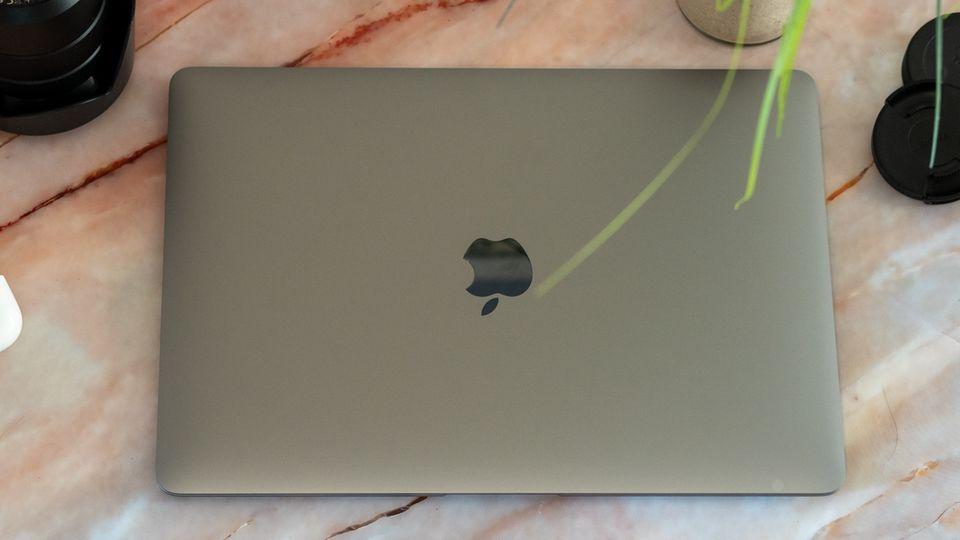 Das Macbook Air mit M1-Chip sieht dem Vorgänger zum Verwechseln ähnlich