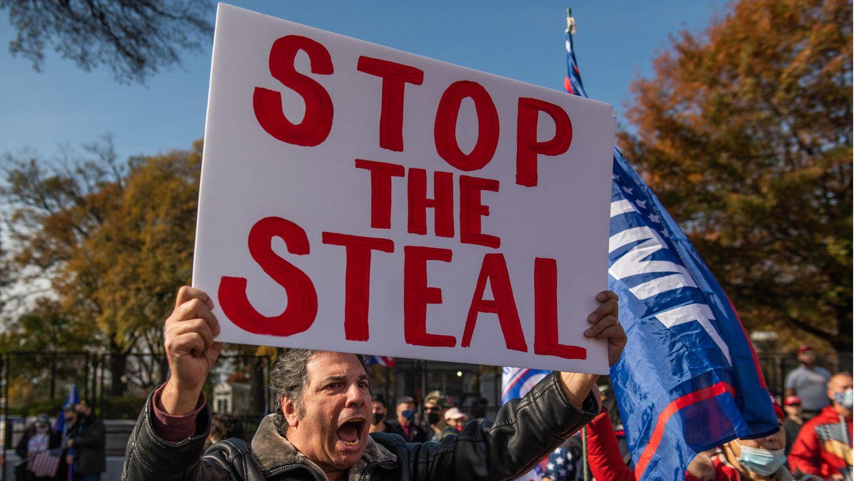"""""""Stop the Steal"""": Ein Trump-Supporter macht deutlich, dass er die US-Wahl für manipuliert hält"""
