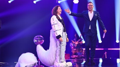"Vicky Leandros mit ""The Masked Singer""-Moderator Matthias Opdenhövel"