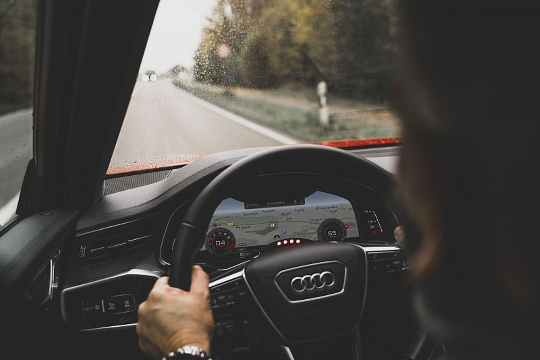 Die vier Dioden signalisieren bei dem Testfahrzeug, wenn der Quattro-Antrieb aktiv ist