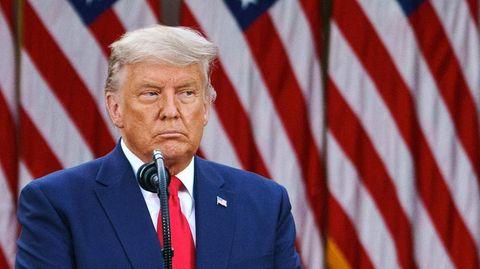 Donald Trump mit versteinerter Miene