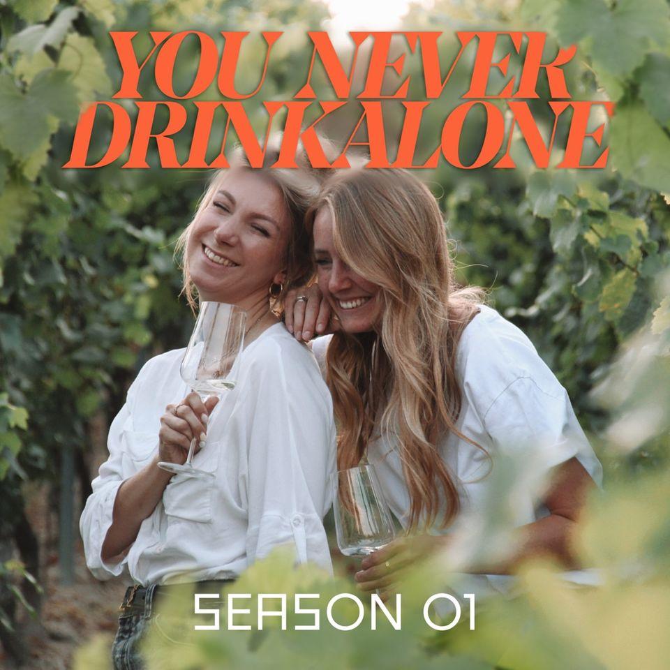 """""""You Never Drink Alone"""" ist der gemeinsame Podcast vonAnn-Katrin Schmitz und Juliane Eller."""