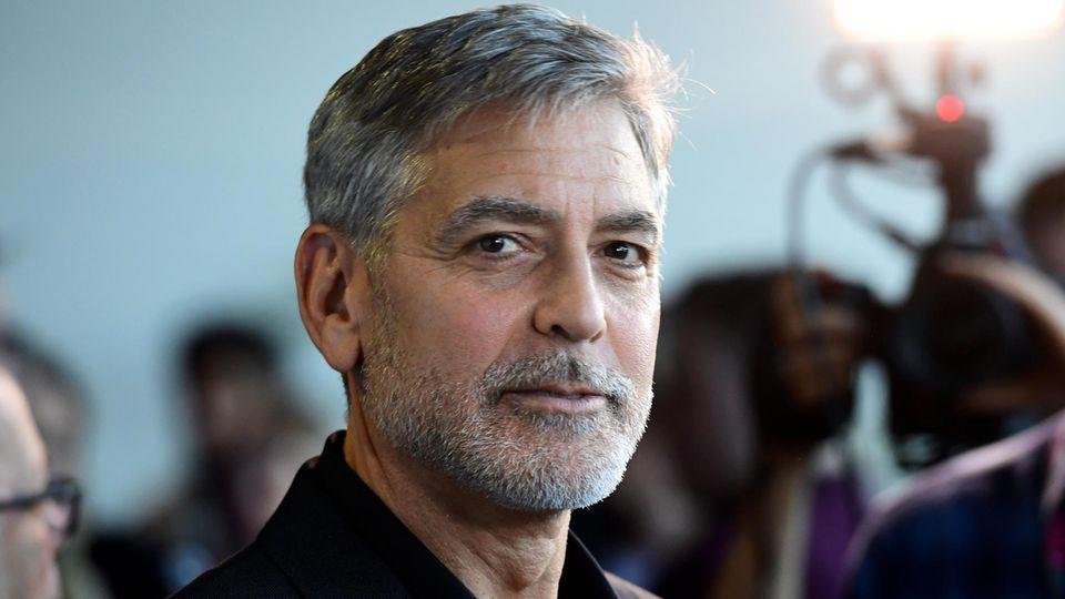 """George Clooney, Schauspieler aus den USA, kommt zur Premiere des Films """"Catch-22 - Der böse Trick"""" im GUE Cinema Westfield"""