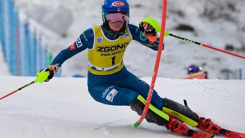 sport kompakt: Mikaela Shiffrin umfährt eine Torstange in Levi