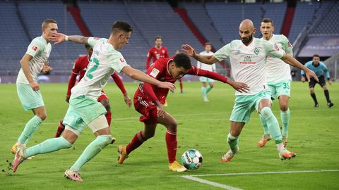 SpielerJamal Musiala beim Spiel Bayern München gegen Werder Bremen