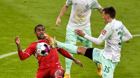 Bundesliga im stern-Check: Bremens Eggestein im Zweikampf mit Douglas Costa