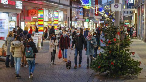 News zum Coronavirus: Fußgängerzone im weihnachtlichen Gewand