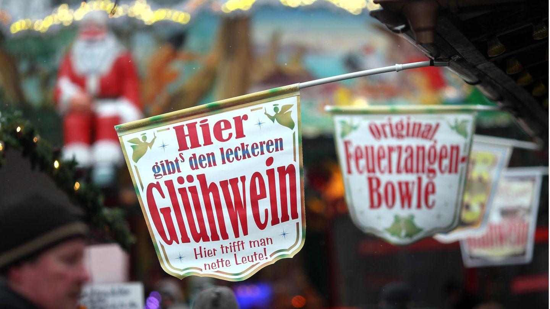 Advent in Zeiten der Pandemie:Kein gemeinsames Aufwärmen mit Glühwein, Bratwurstessen am Stand oder Naschen von gebrannten Mandeln.