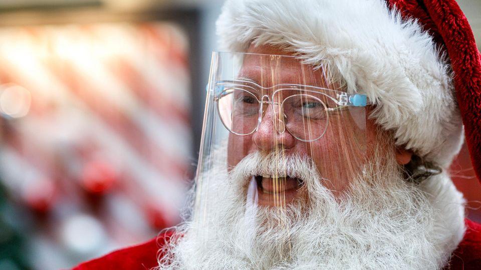 Weihnachtsmann mit Schutzvisier