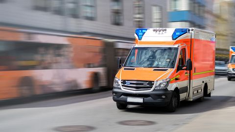 Nachrichten aus Deutschland – Acht Kinder bei Schulbusunfall in Franken verletzt