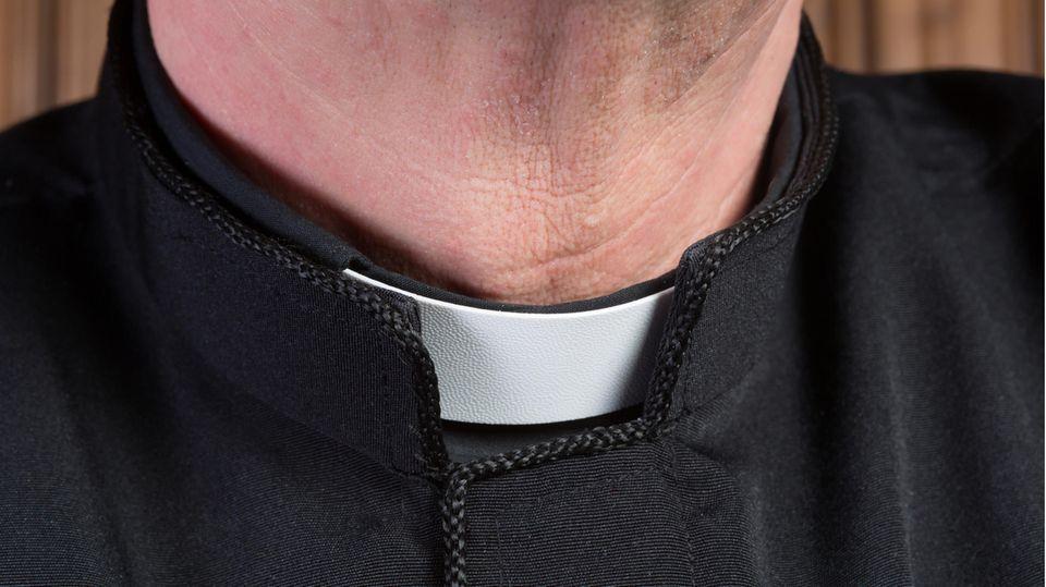 Der Kragen eines Priesters