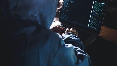 Ein Hacker als Symbolfoto für Nachrichten aus Deutschland