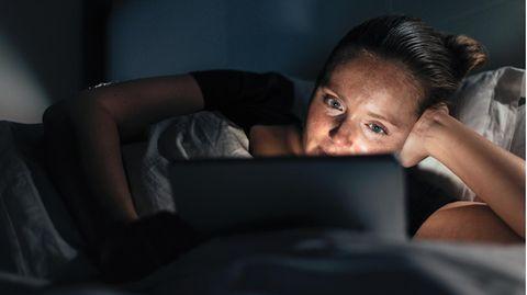 Entspannt zu Hause Filme gucken: Die Corona- Pandemie verändert Sehgewohnheiten. Und das Geschäftsmodell der Branche