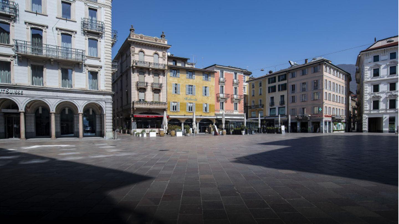 In Lugano soll eine Frauzwei Passantinnen mit einemMesser angegriffen haben.