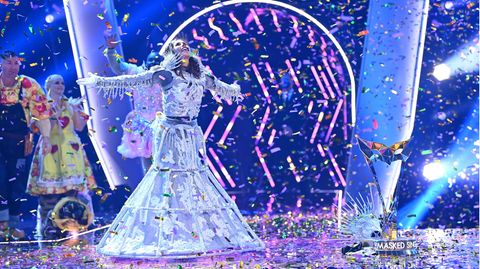 """Stimmstarkes Skelett: Sarah Lombardi feiert bei der ProSieben-Show """"The Masked Singer""""ihren Sieg"""