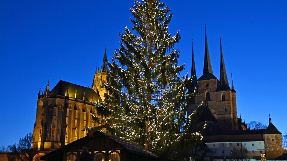 Festtage im Zeichen der Pandemie: Gottesdienste in Schichten und Masken unterm Baum – was uns an Weihnachten erwartet