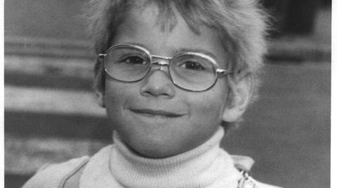 Moderne Bestatter: Uwe bei seiner Einschulung 1975, als die Welt noch in Ordnung war. Mit 25 wurde er drogensüchtig. Er starb im Februar an einer Überdosis Heroin. Mit 52 Jahren.