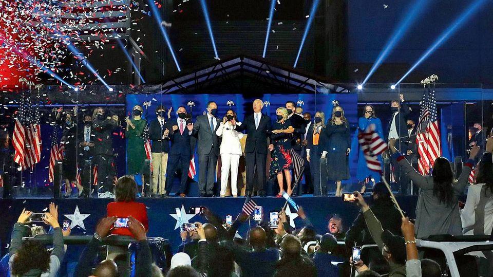 Der Moment, in dem die Welt aufatmete: Joe Biden und Kamala Harris präsentieren sich vor Anhängern als Wahlsieger