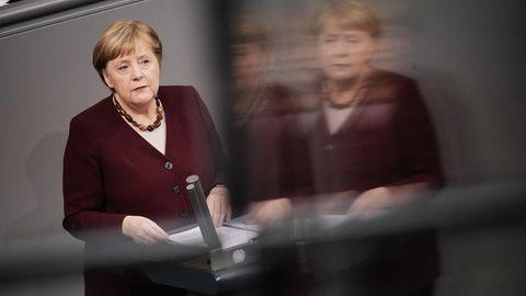 Bundeskanzlerin Angela Merkel  am Rednerpult