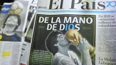 """Mit der Schlagzeile """"Aus der Hand Gottes"""" meldet die kolumbianische Zeitung """"El Pais de Cali"""" den Tod von Diego Maradona"""