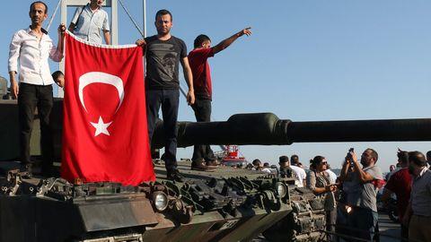 Türkisches Gericht verhängt 337 lebenslange Haftstrafen wegen Putschversuchs 2016