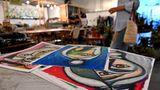 Im Laufe eines Jahrzehnts haben sich in der Alserkal Avenue auch regelmäßige Kunstmessen, etabliert, ebenso ein Arthouse-Kino, Tanzstudios, Cafés und Läden.