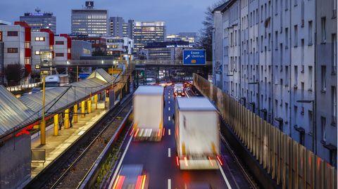 Die deutschen Autofahrer nehmen innerlich schon Abschied von Benziner und Diesel.