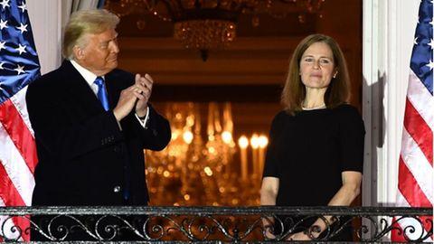 Trumps Richterin Amy Coney Barrett spielt zum ersten Mal eine ausschlaggebende Rolle bei einer Supreme Court Entscheidung.