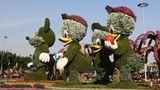 Der Dubai Miracle Garden wurde bereits am Valentinstag 2013 eröffnet und beherbergt viele von Blumen überwachsene Skulpturen und Häuser.