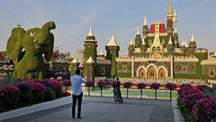 Nach eigenen Angaben handelt es sich für Dubai typisch Superlativ, nämlich um den größten Blumengarten der Welt.