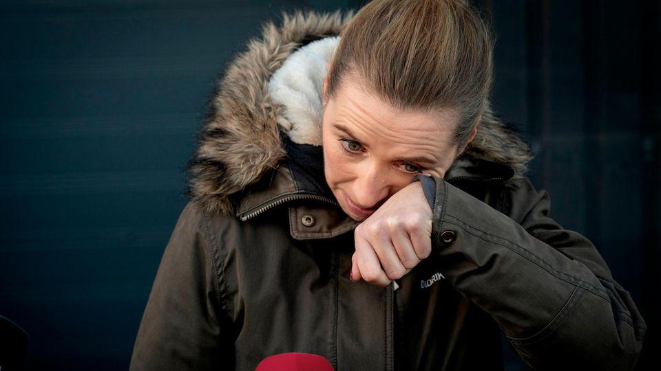 Zu Tränen gerührt: Ministerpräsidentin Mette Frederiksen nach einem Besuch auf einer Nerzfarm