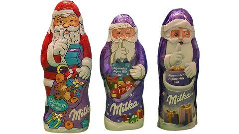 Weihnachtsmann auf Diät: Seit 2015 ist der großeMilka-Alpenmilchmann von 130 auf 100 Gramm und nun auf 90 Gramm geschrumpft. Die kleine Variante wog mal 60, dann50 und nun 45 Gramm.DerNeueste (rechts)machtsich aber mit einem Trick etwas länger als er ist.
