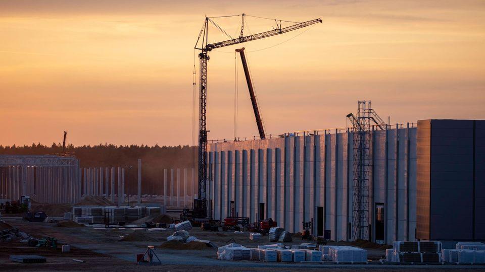 Großbaustelle im märkischen Sand: Teslas Gigafactory in Grünheide soll bereits im Sommer produktionsfähig sein