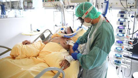 News zum Coronavirus: Über 25 Prozent der Intensivbetten sind belegt: In Berlin steht die Corona-Ampel auf Rot